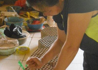 Handwerkliche Produktion einer Feuerwerksbatterie